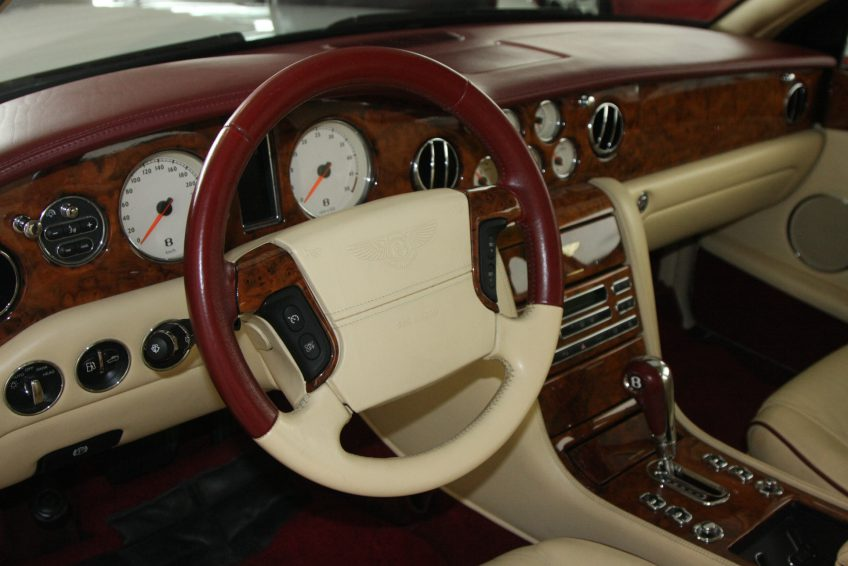 White Used Bentley Arnage dashboard