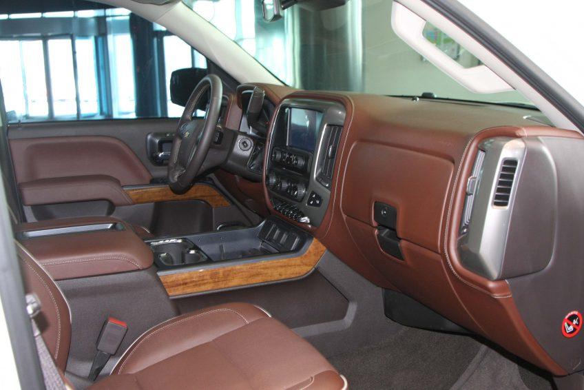 White Chevrolet Silverado – LTZ 2014 interior