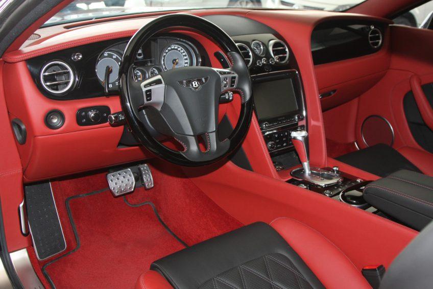 Used Black Bentley Continental GT dashboard