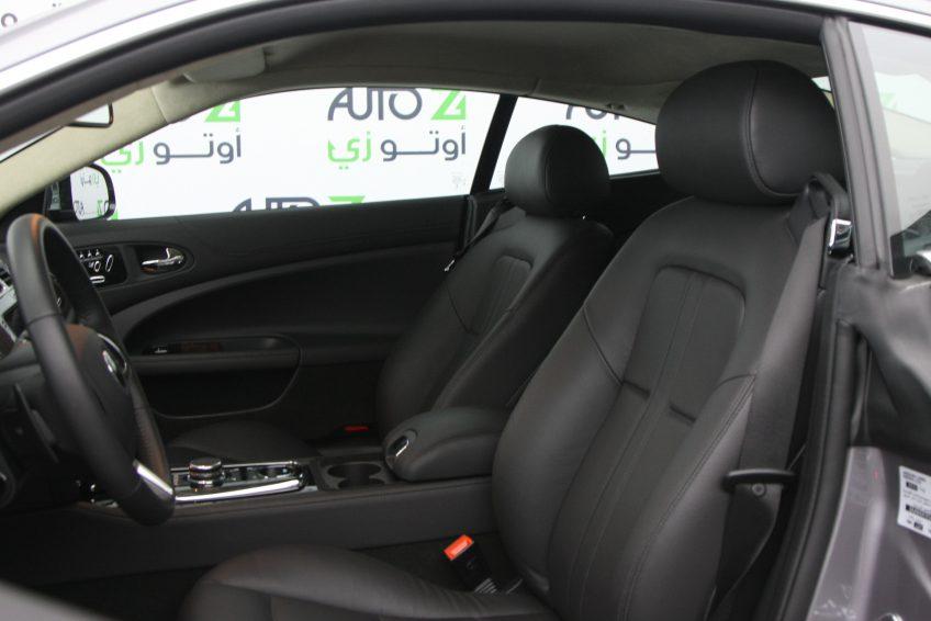 صورة المقاعد الأمامية لسيارة جاغوار XK رصاصي مستعملة من اوتو زي قطر