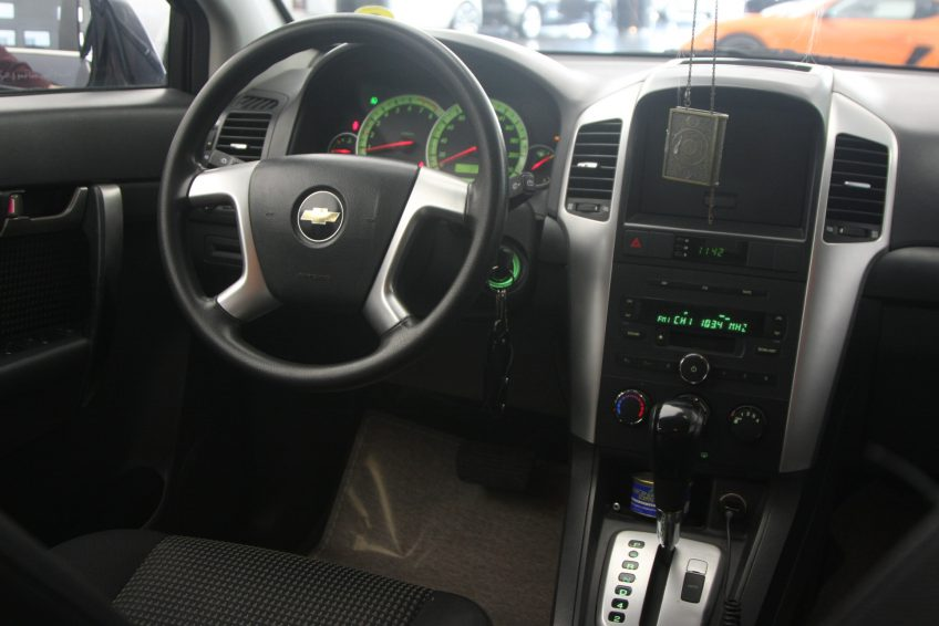 Chevrolet Captiva LS V4 2008 dashboard
