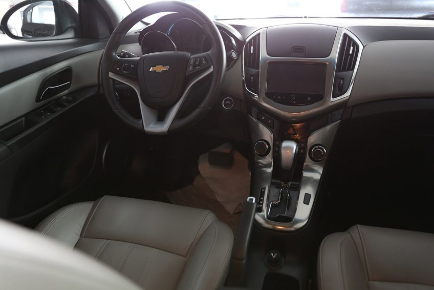 Chevrolet Cruze LT V4 2013 dashboard