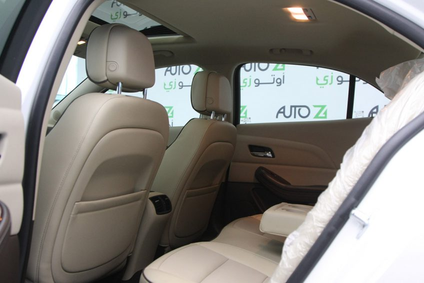 White Chevrolet Malibu LTZ 2015 interior