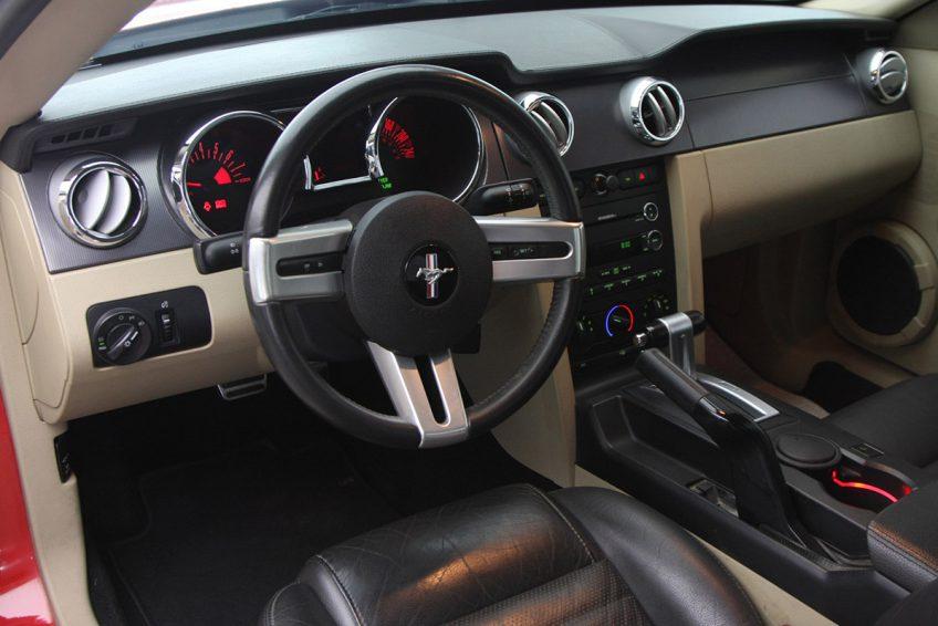 فورد موستانج GT 2009 لوحة التحكم