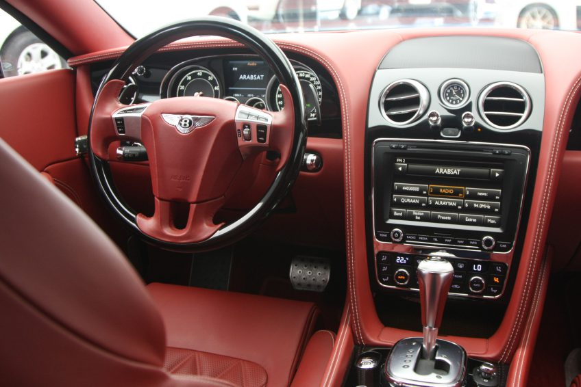 White used Bentley Continental GT dashboard