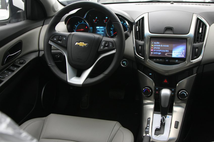 White Chevrolet Cruze LT2 2016 interior