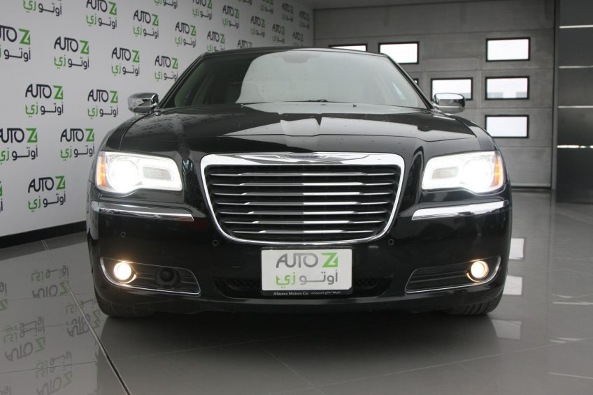 Black Chrysler 300C V8 at autoz Qatar