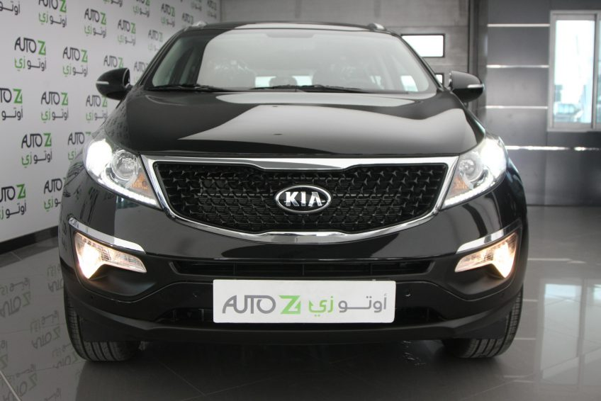 صورة أمامية لسيارة كيا سبورتاج سوداء جديدة من اوتو زي قطر