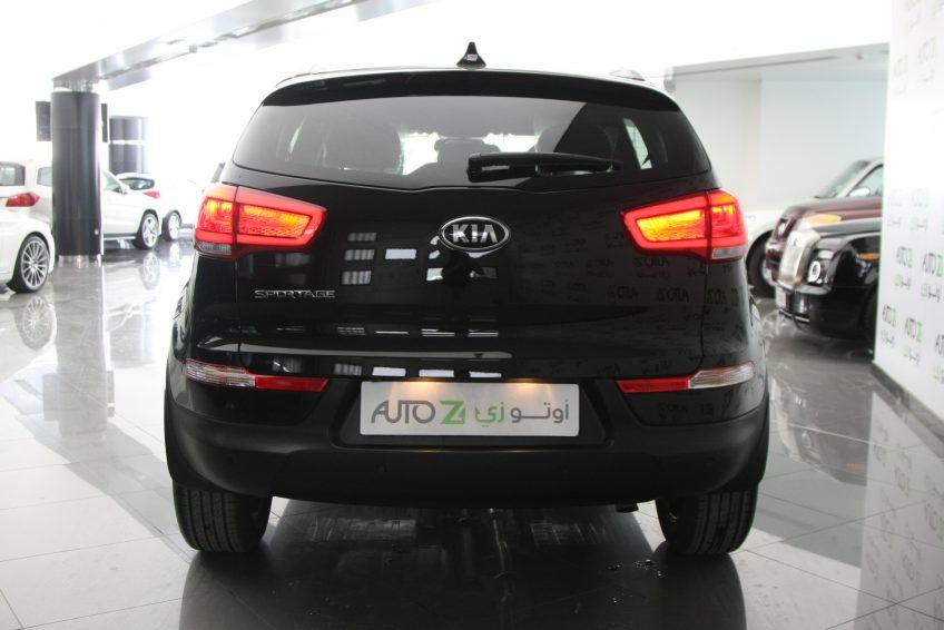 صورة خلفية لسيارة كيا سبورتاج سوداء جديدة من اوتو زي قطر