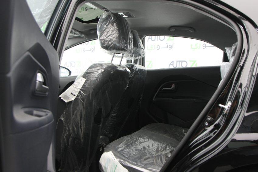 المقاعد الخلفية لسيارة كيا ريو سوداء جديدة من اوتو زي قطر