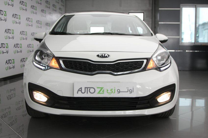 صورة أمامية لسيارة كيا ريو بيضاء جديدة من اوتو زي قطر