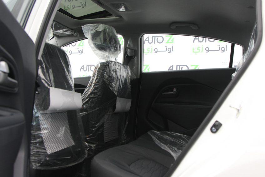 المقاعد الخلفية لسيارة كيا ريو بيضاء جديدة من اوتو زي قطر
