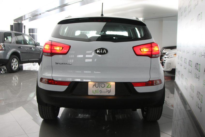 صورة خلفية لسيارة كيا سبورتاج بيضاء جديدة من اوتو زي قطر