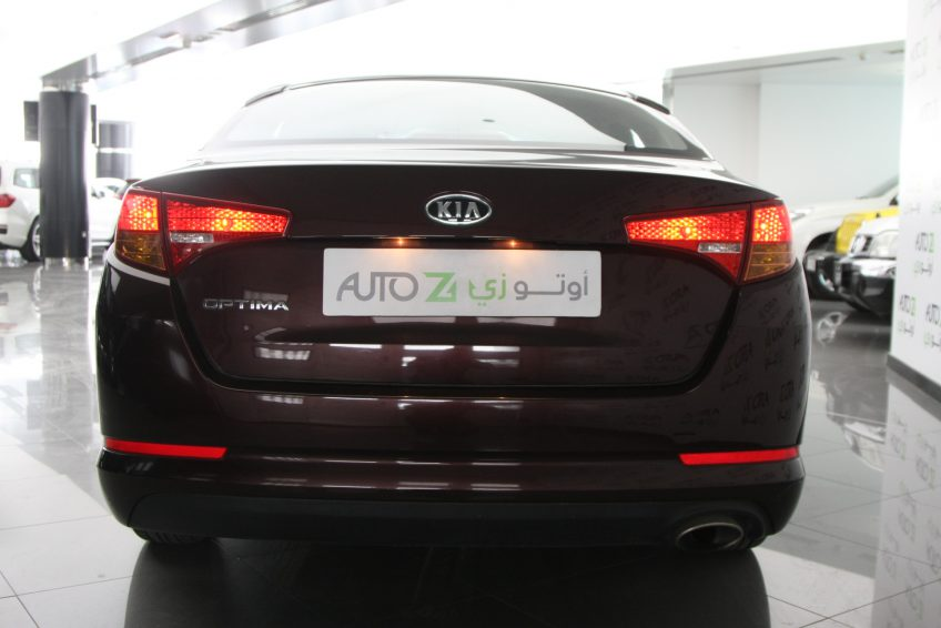 صورة خلفية لسيارة كيا اوبتيما مستعملة من اوتو زي قطر