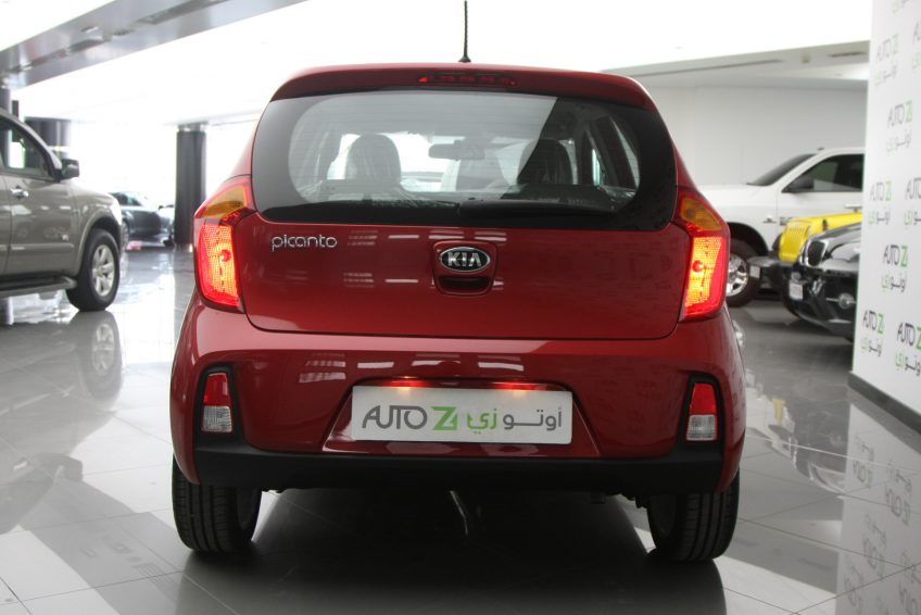 صورة خلفية لسيارة لسيارة كيا بيكانتو حمراء من اوتو زي قطر