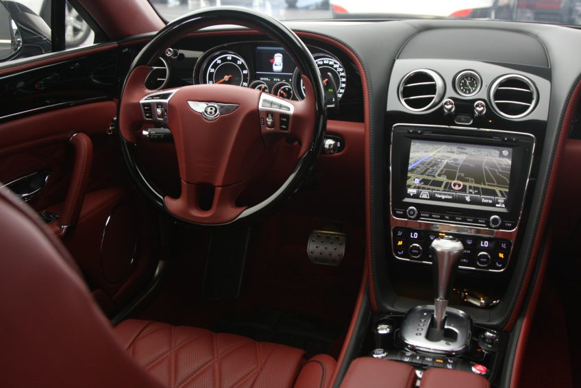 Used Bentley Continental Flying Spur dashboard
