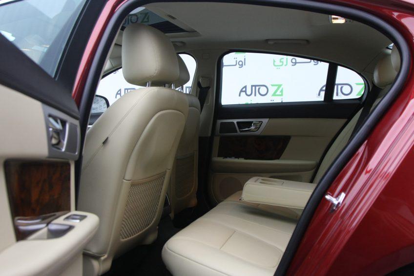 المقاعد الخلفية لسيارة جاغوار XF من اوتو زي قطر