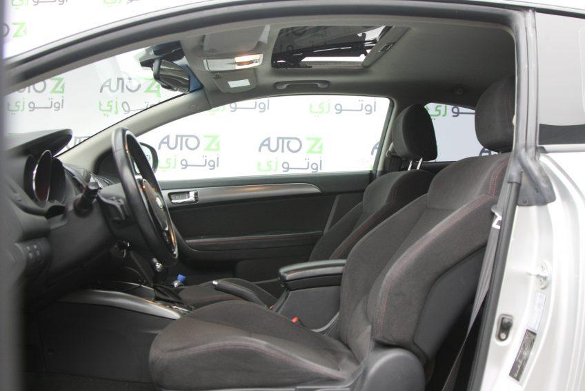 صورة المقاعد الأمامية لسيارة كيا سيراتو كوبيه من اوتو زي قطر