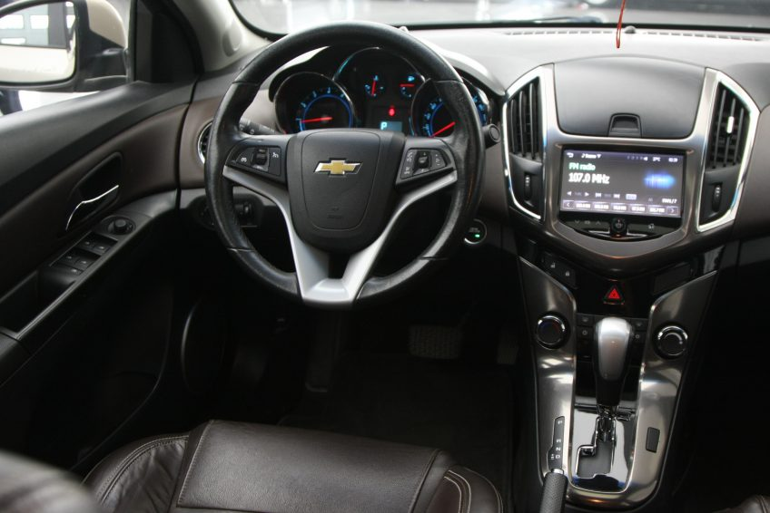 Chevrolet Cruze LT 2013 dashboard