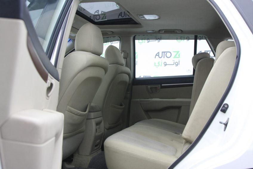 صورة المقاعد الخلفية لسيارة هيونداي سنتافي بيضاء مستعملة من اوتو زي قطر