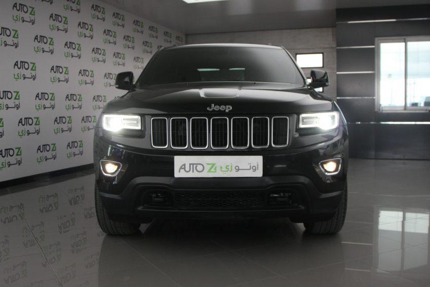 صورة أمامية لسيارة جيب جراند شيروكي لاريدو سوداء جديدة من اوتو زي قطر