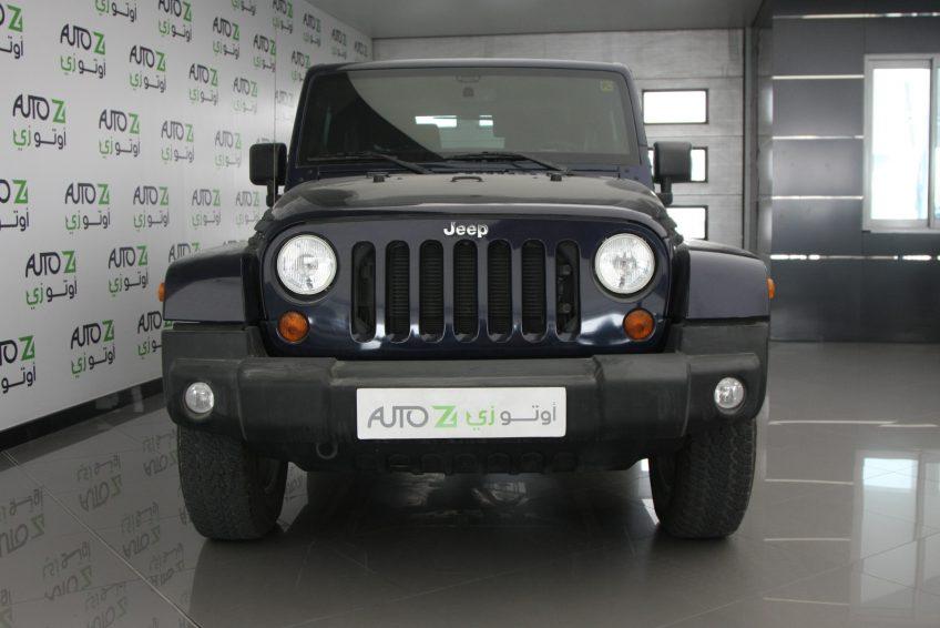 صورة أمامية لسيارة جيب رانجلر سوداء من اوتو زي قطر