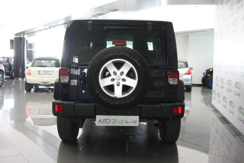 صورة خلفية لسيارة جيب رانجلر سوداء من اوتو زي قطر