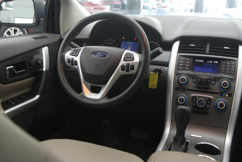Used Ford Edge V6 dashboard