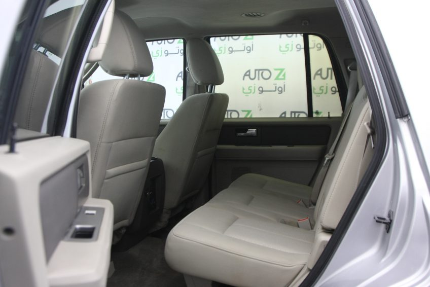 Used Ford Expedition V8 interior