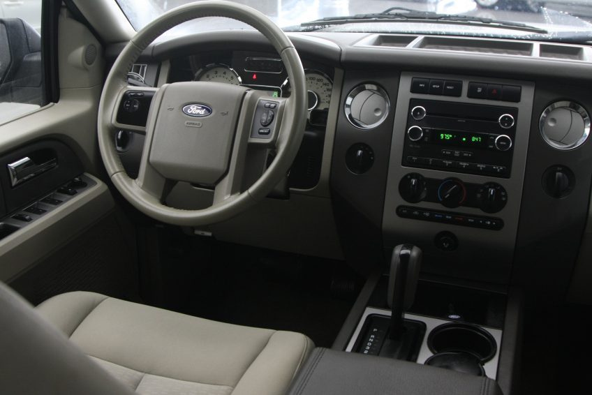 Used Ford Expedition V8 dashboard