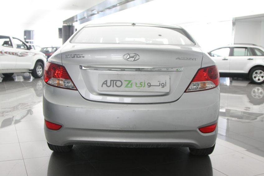 صورة خلفية لسيارة هيونداي أكسنت من اوتو زي قطر