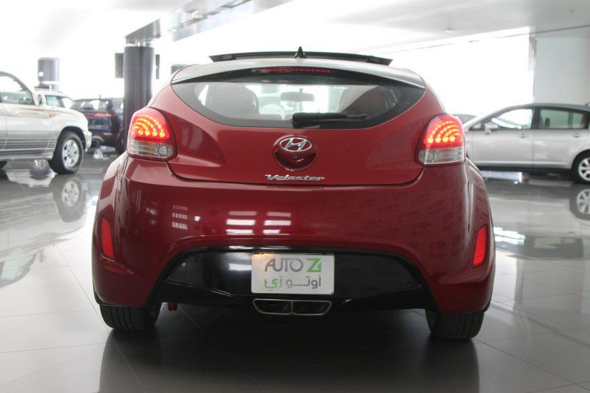 صورة خلفية لسيارة هيونداي فيلوستر حمراء من اوتو زي