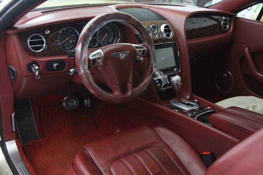 Bentley Continental GT 2012 dashboard