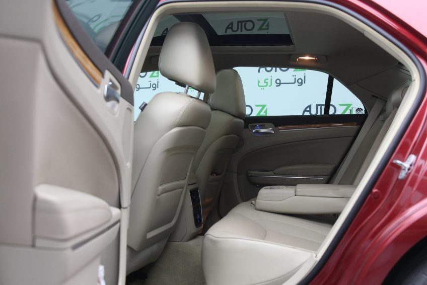 Used Red Chrysler 300C interior