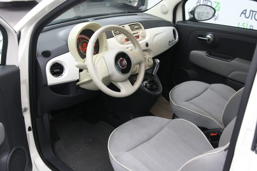 Used White Fiat 500 dashboard