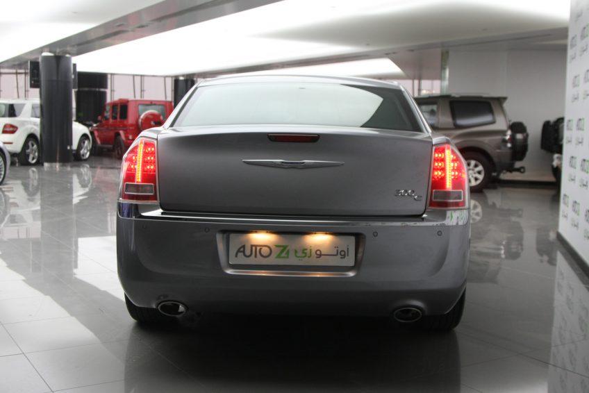 New Chrysler 300C V6 from the back