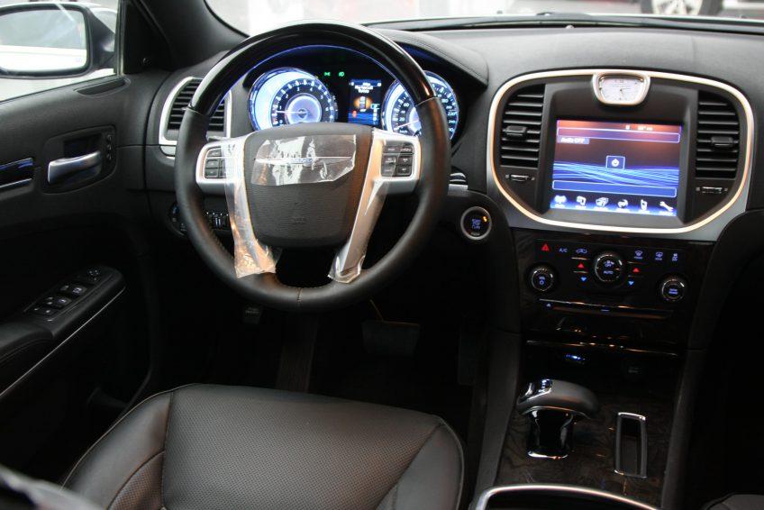 New Chrysler 300C V6 dashboard