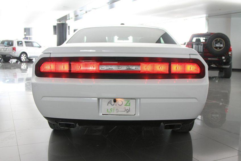White Dodge Challenger V6 from the back