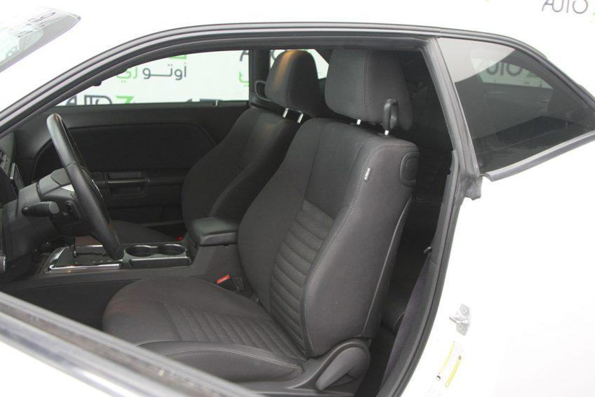 White Dodge Challenger V6 interior