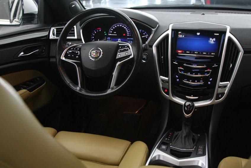 Used White Cadillac SRX 4 dashboard